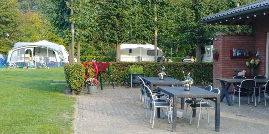 Camping de Geelders is een rustig en landelijk gelegen sfeervolle boerderijcamping in Sint Oedenrode (Noord Brabant)