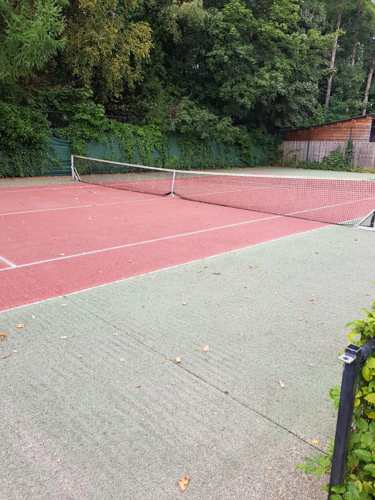 tennisbaan op camping de Wildhoeve, Emst
