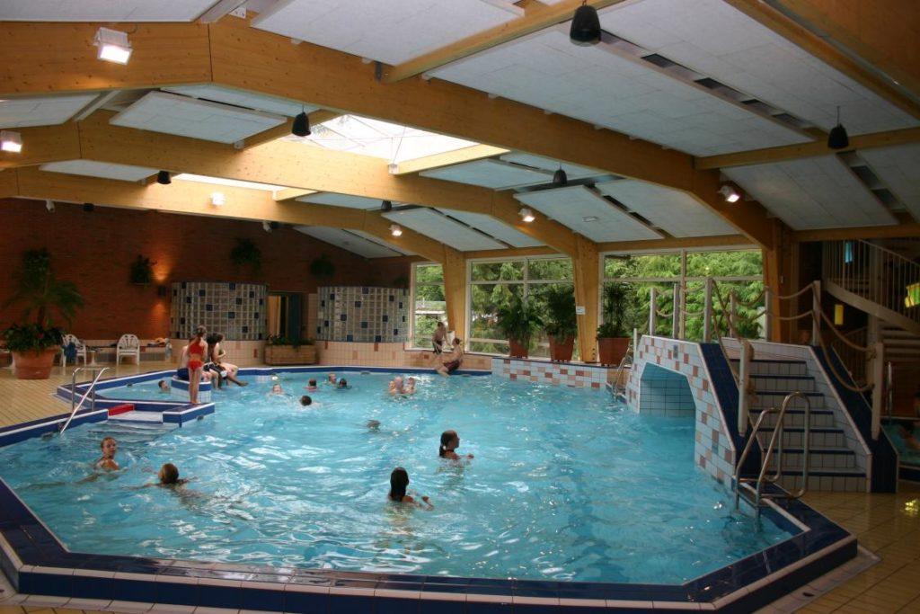 Binnenzwembad camping in Nederland