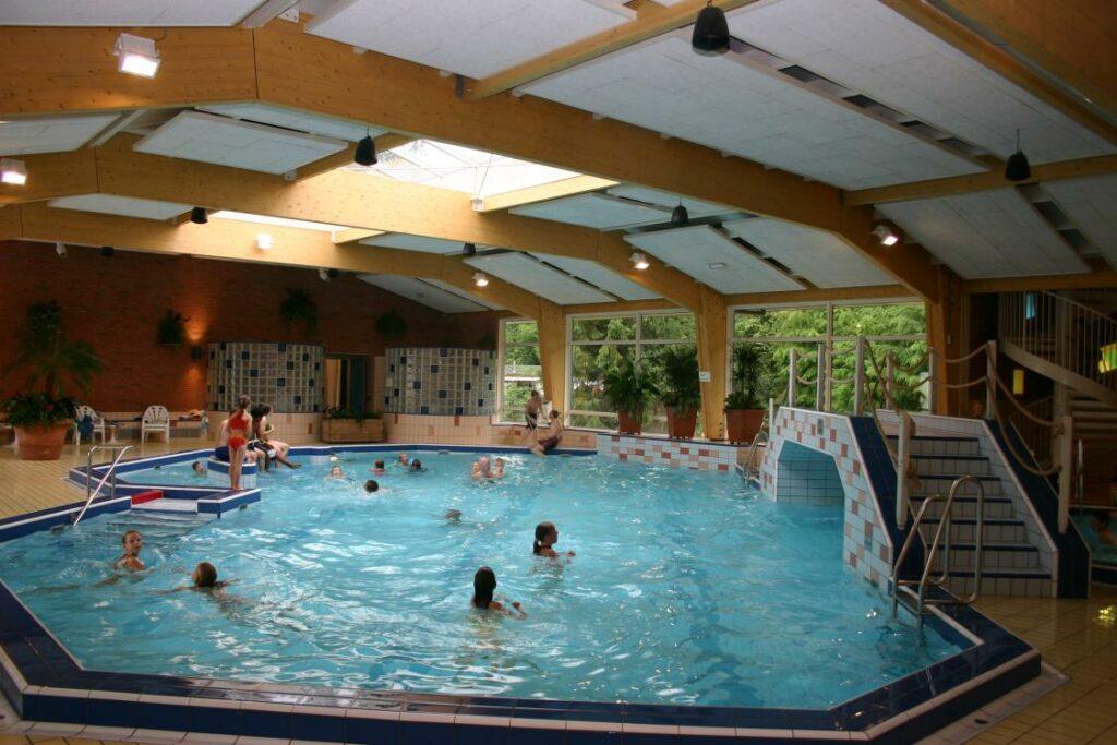 binnenzwembad camping Nederland