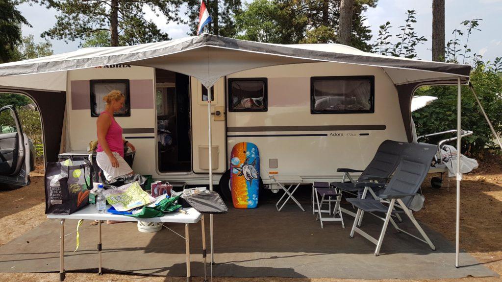 uitpakken op camping De Achterste Hoef, Bladel