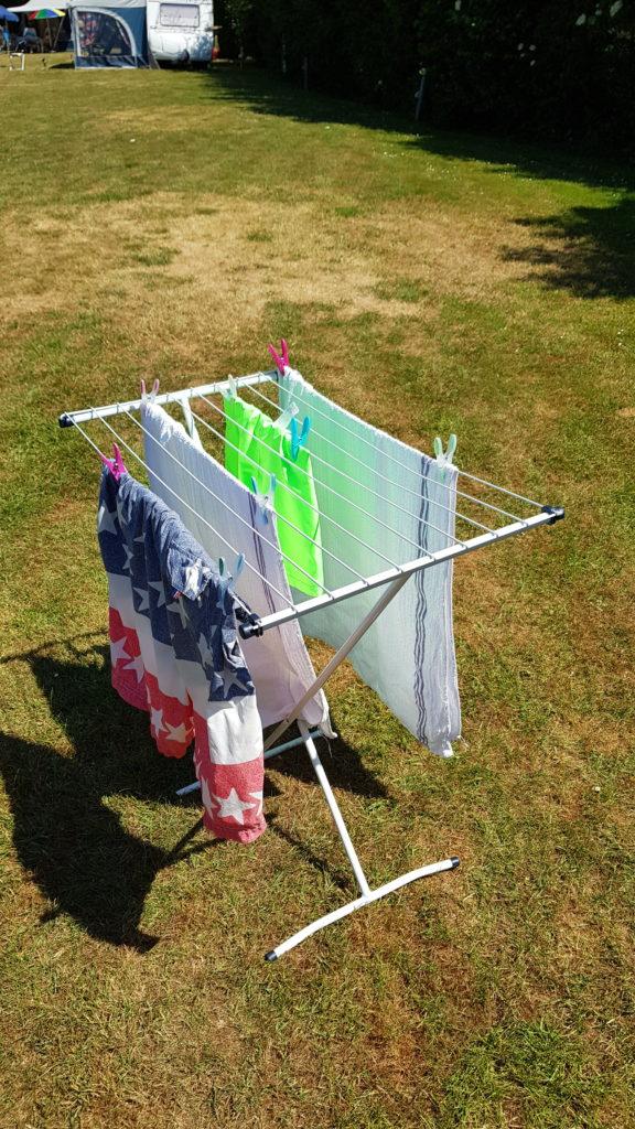 inklapbaar droogrek / wasdroogrek op de camping